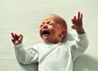 Dlaczego małe dziecko płacze?